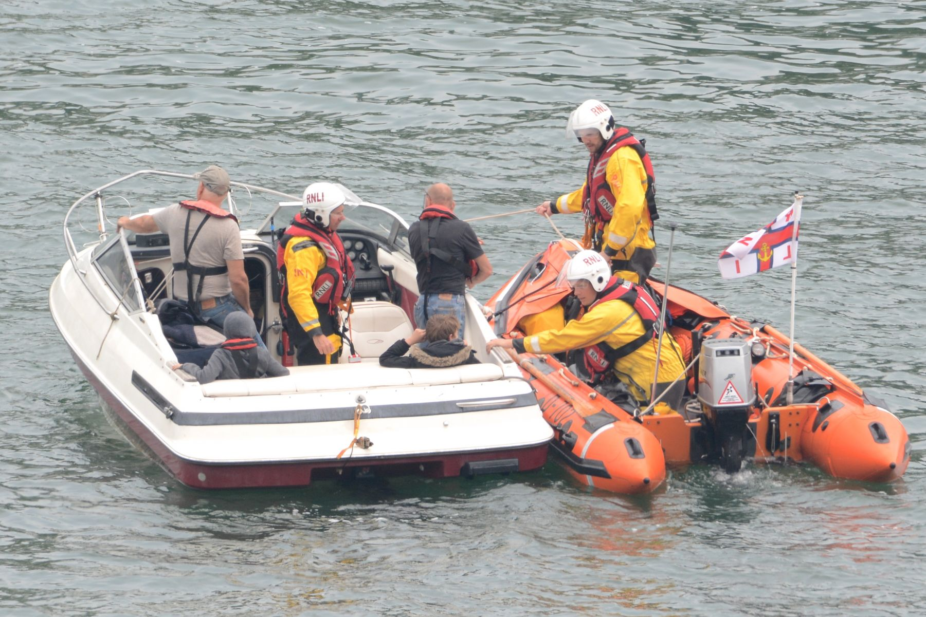 L341. Speedboat being transferred to an alongside tow.